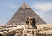 Pyramid of Khafre and Sphinx — Stock Photo
