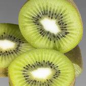 Fresh sliced kiwi fruits — Stock Photo