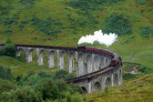 Glenfinnan Viaduct and steam train — Stock Photo