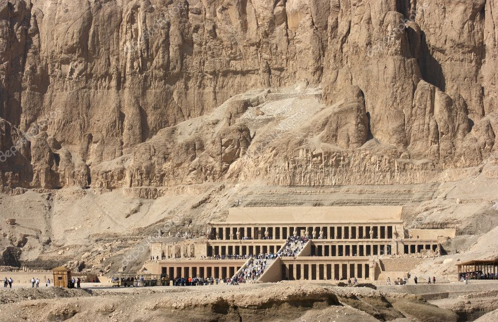 Sunny scenery including the Mortuary Temple of Hatshepsut in Egypt — Stock Photo #7127722