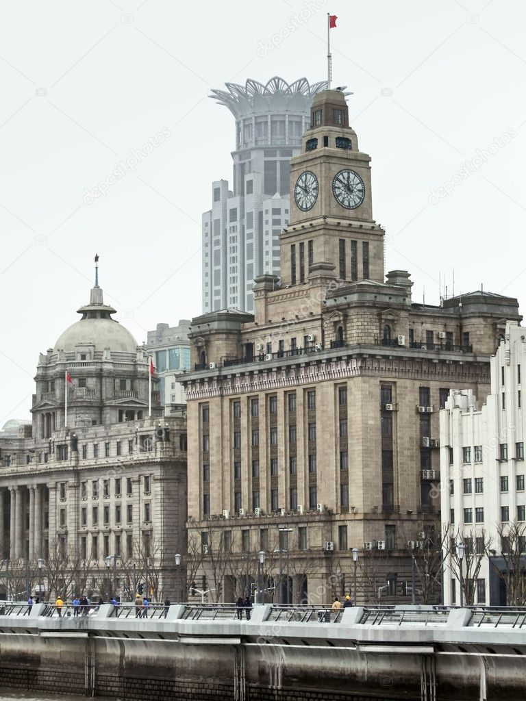City view of the Bund, an area of the Huangpu District in Shanghai, a city in China — Stock Photo #7127893