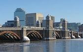 Paisaje de Boston con puente y el río — Foto de Stock