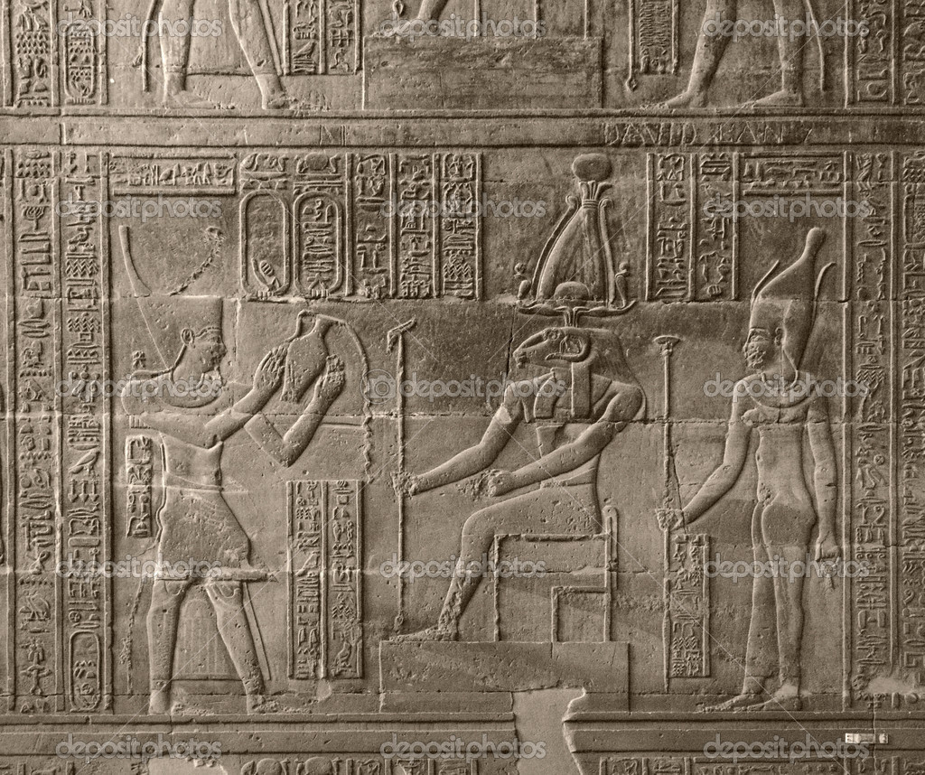 A relief at the Chnum Temple in Esna, a city in Egypt (Africa) — Foto de Stock   #7182640