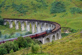 Glenfinnan Viaduct with steam train — Stock Photo