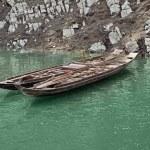 Rowboats at River Shennong Xi — Stock Photo