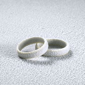 Frosted wedding rings — Stock Photo