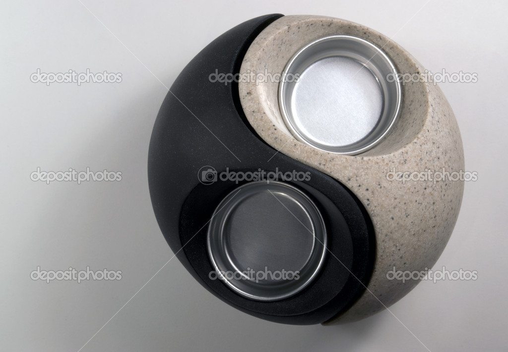 Studio photography of a Yin and Yang shaped candleholder in grey back, seen from above — Stock Photo #7371950