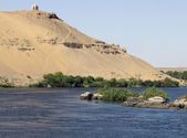 Nile and mausoleum near Aswan — Stock Photo