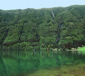 Idyllic lakeside scenery — Stock Photo