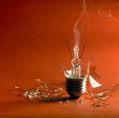 Broken light bulb — Stock Photo