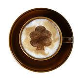 Tasse en porcelaine marron avec la mousse de lait marbré — Photo