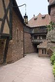 Binnenplaats op kasteel haut-koenigsbourg — Stockfoto