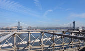 Manhattan Bridge im sonnigen Ambiente — Stockfoto
