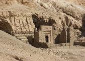 Rock cut tomb near Mortuary Temple of Hatshepsut — Stock Photo