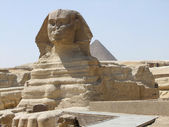 Sphinx and Pyramid of Menkaure — Stock Photo