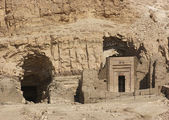 Rock cut tombs near Mortuary Temple of Hatshepsut — Stock Photo