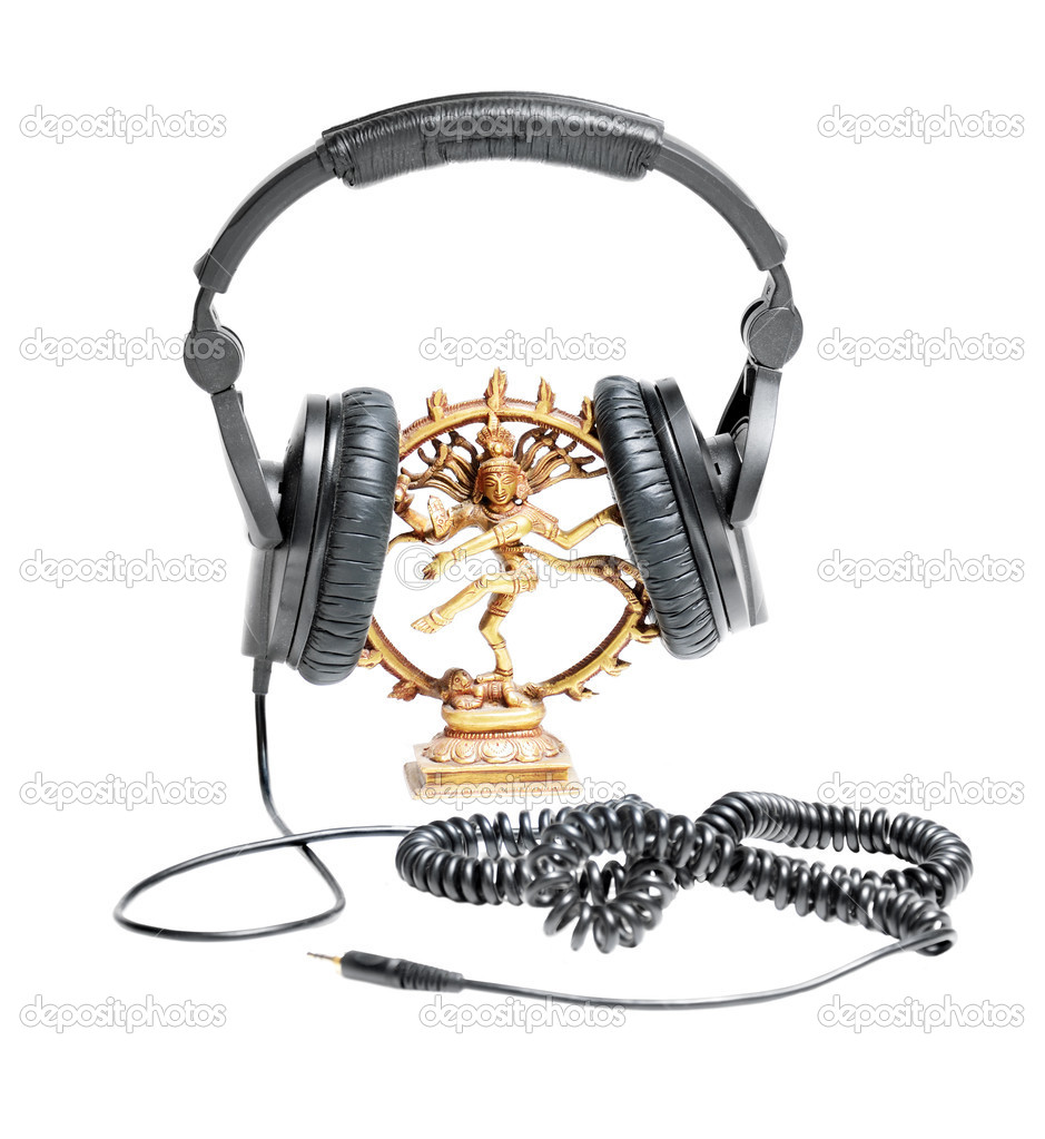 Brass statuette of Indian hindu god Shiva Nataraja in head phones with mini jack cord isolated on white. — Stock Photo #6935512