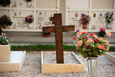 Cross on the grave — Стоковое фото
