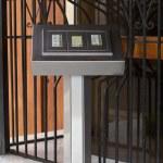 一栋公寓楼的门铃 — 图库照片