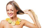 Krásná žena s silné zdravé vlasy — Stock fotografie