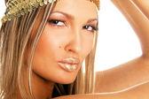 Güzel bir kadın altın dudaklar — Stok fotoğraf