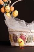 鸡和复活节篮子 — 图库照片
