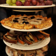 Foto Stock: Grapes and various cakes