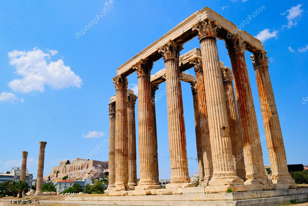 Temple of Olympian Zeus in Athens, Greece at blue sky and Acropolis — Stock Photo #6953058