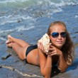 Girl with a seashell on the sea. — Stock Photo #7034487