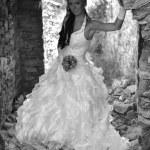 belle mariée posant dans son jour de mariage — Photo