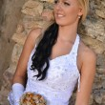 摆在她的婚礼当天的美丽新娘 — 图库照片