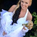 bella sposa in posa nel giorno del suo matrimonio — Foto Stock #7087956