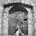 bella sposa in posa nel giorno del suo matrimonio — Foto Stock #7093910