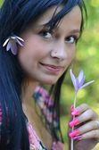 Outdoor portrait of a beautiful young woman — Stock Photo