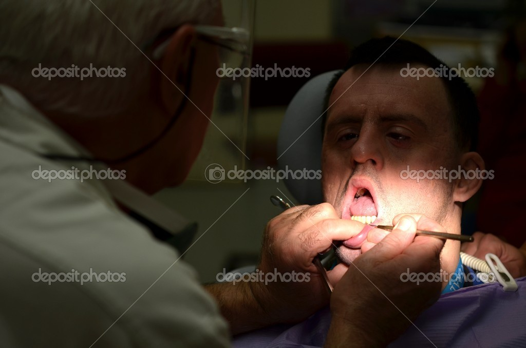Medical treatment at the dentist office — Stock Photo #7534204