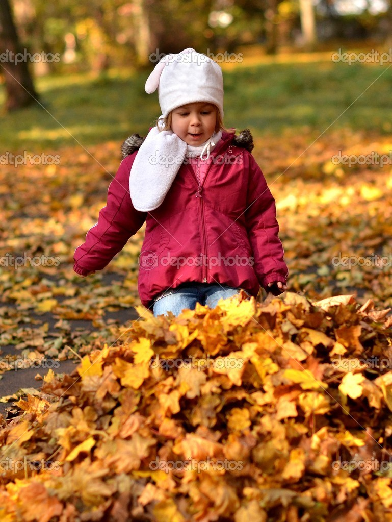 Nice little baby in an autumn park  — Stock Photo #7563688