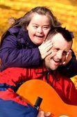 Síndrome de down amor casal — Foto Stock