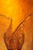Stříkající whisky — Stock fotografie