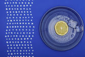 Fresh lemon on the blue plate — Stock Photo