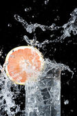 Fresh grapefruit and water — Stock Photo