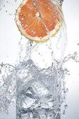 Naranja con agua — Foto de Stock