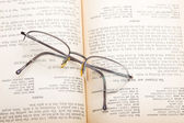 Book and glasses — Stockfoto