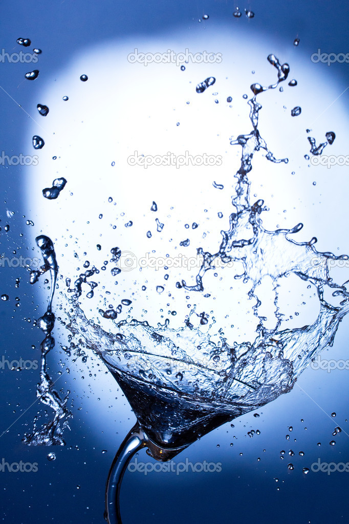 Cocktail splashing — Stock Photo #7560036