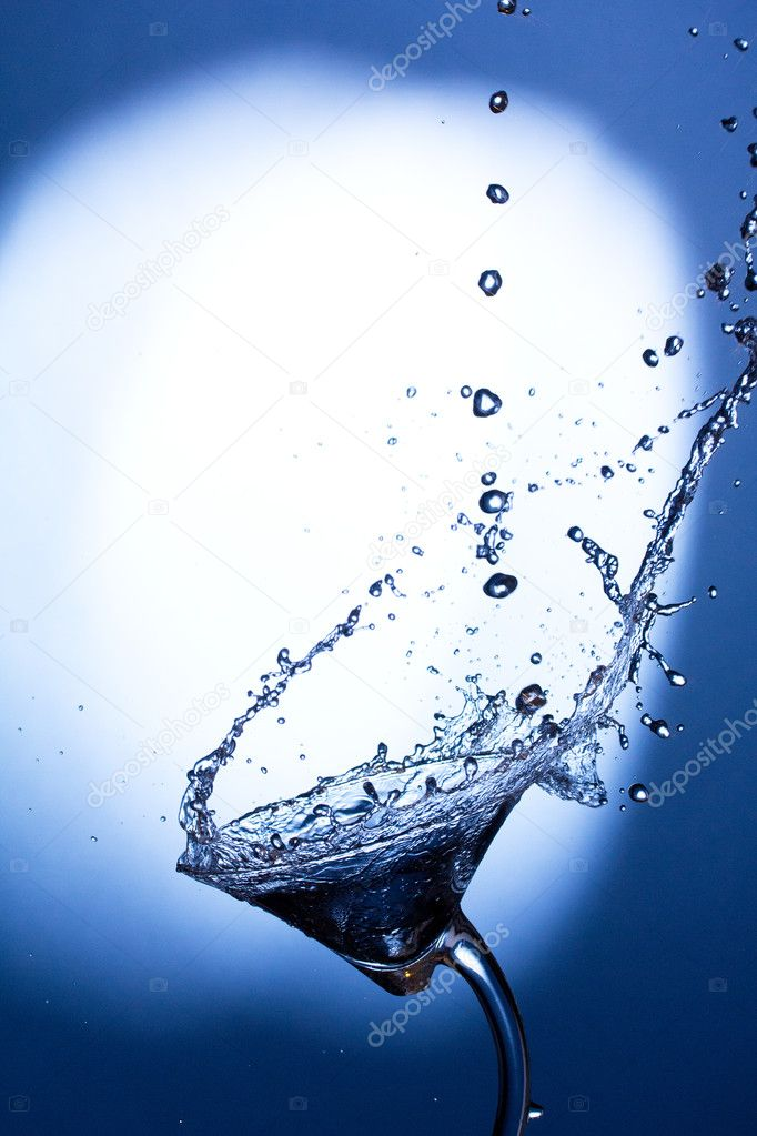 Cocktail splashing — Stock Photo #7560055