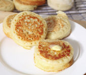 Buttered English crumpets — Stock Photo