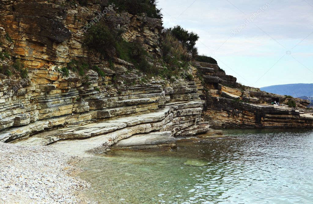 Limestones unconformably overlaid by shales with  faulting (centre right) and evidence of tectonic activity, in northern Corfu (Kerkyra), Greece — Stock Photo #7035283