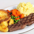 Steak, veg and Yorkshire pud — Stock Photo #7041336