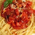 Spaghetti al Pomodoro vertical — Stock Photo