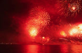 Fireworks going off over Doha Bay to mark Qatar National Day 2009 — Stock Photo