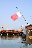 Qatar dhow harbour and flag — Stock Photo